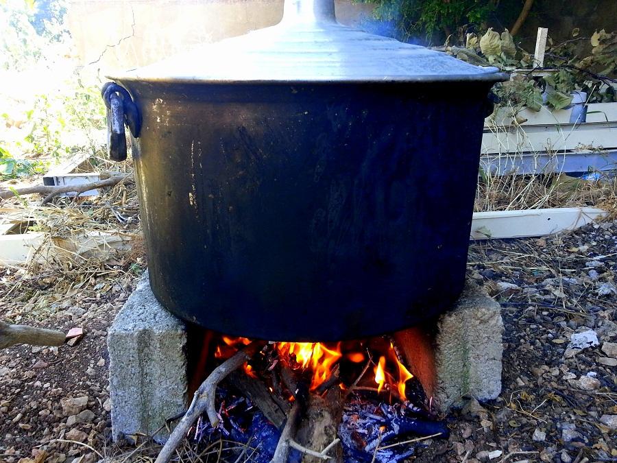 Hosroum simmering on fire