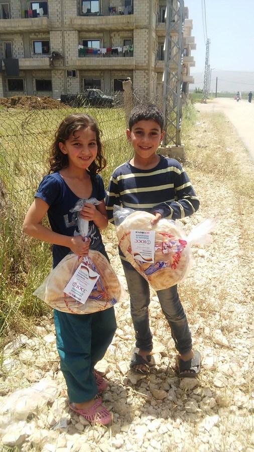 Bread distribution in Khiara, West Bekaa ©Tiziana Cauli IOCC