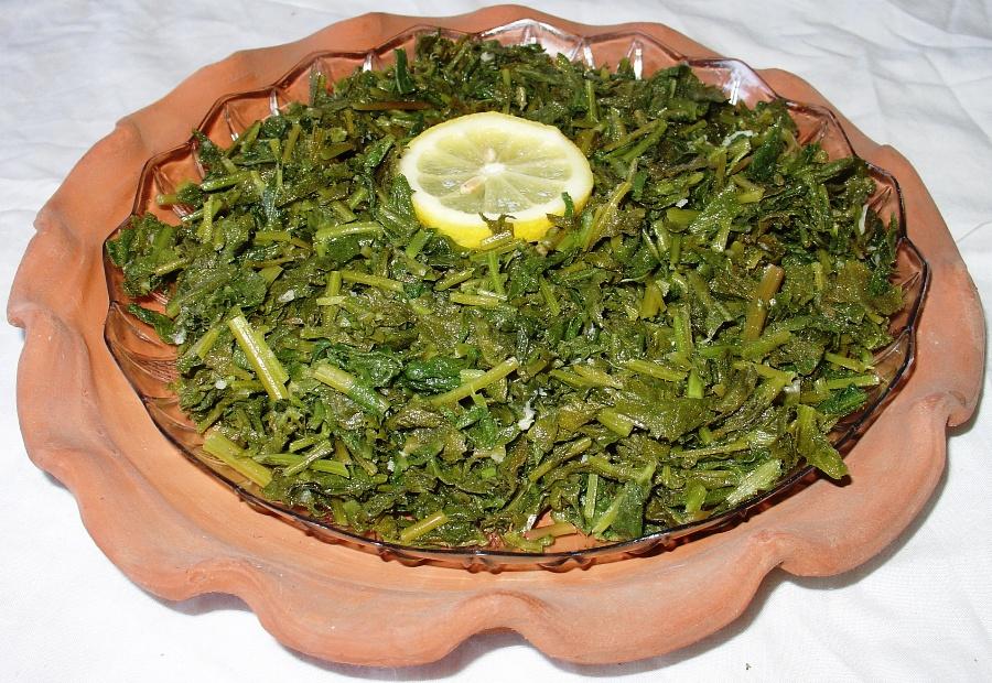 Dardar seasoned with lemon juice, extra virgin olive oil and lots of garlic!