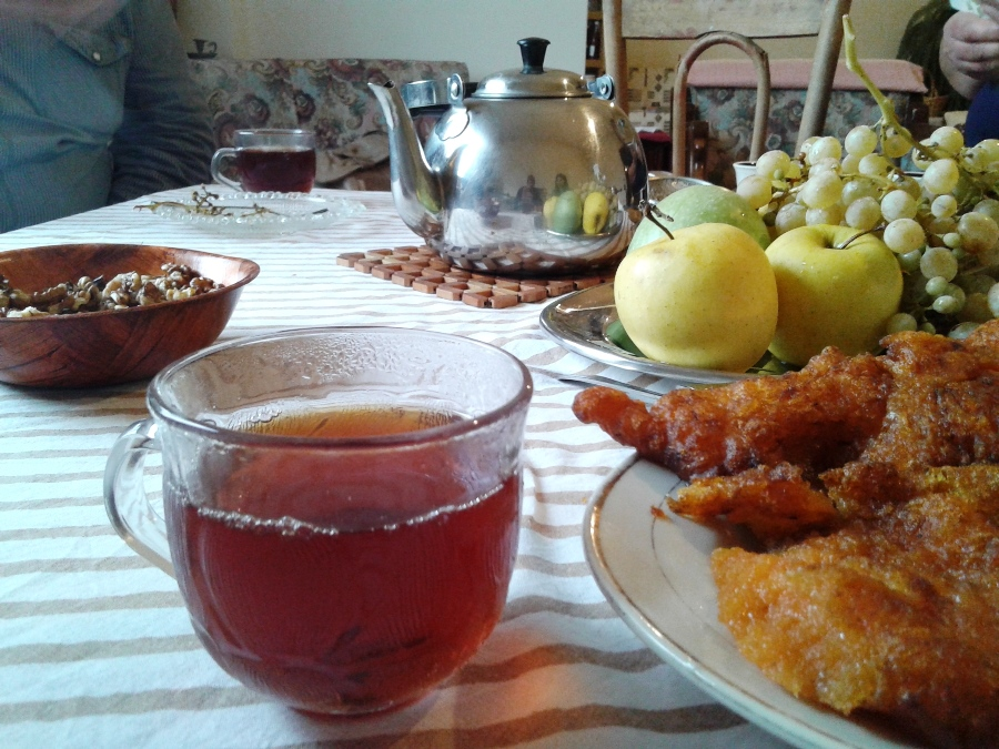 A cup of tea, fruits from the garden and pumpkin zlebye for dessert