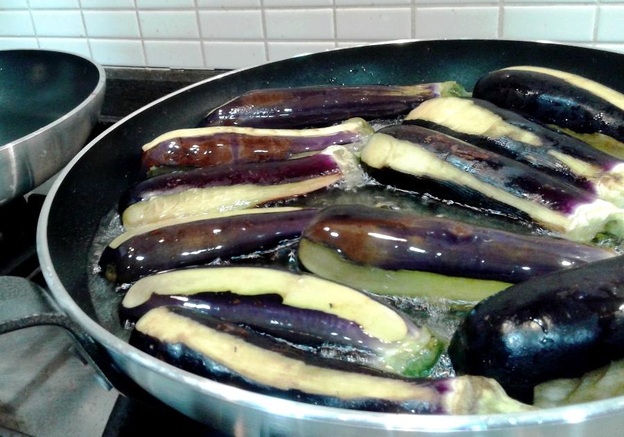 Frying the eggplants in vegetable oil