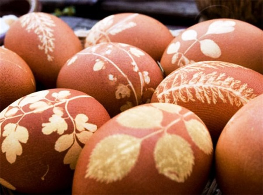 Naturally decorated Easter eggs