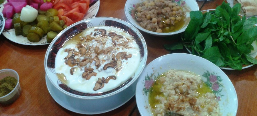 Msabbaha and fatteh served with vegetables and pickles