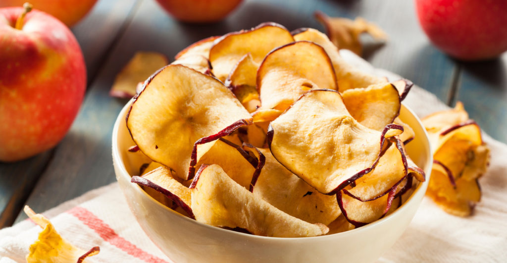 Crunchy apple chips (©greatest.com)