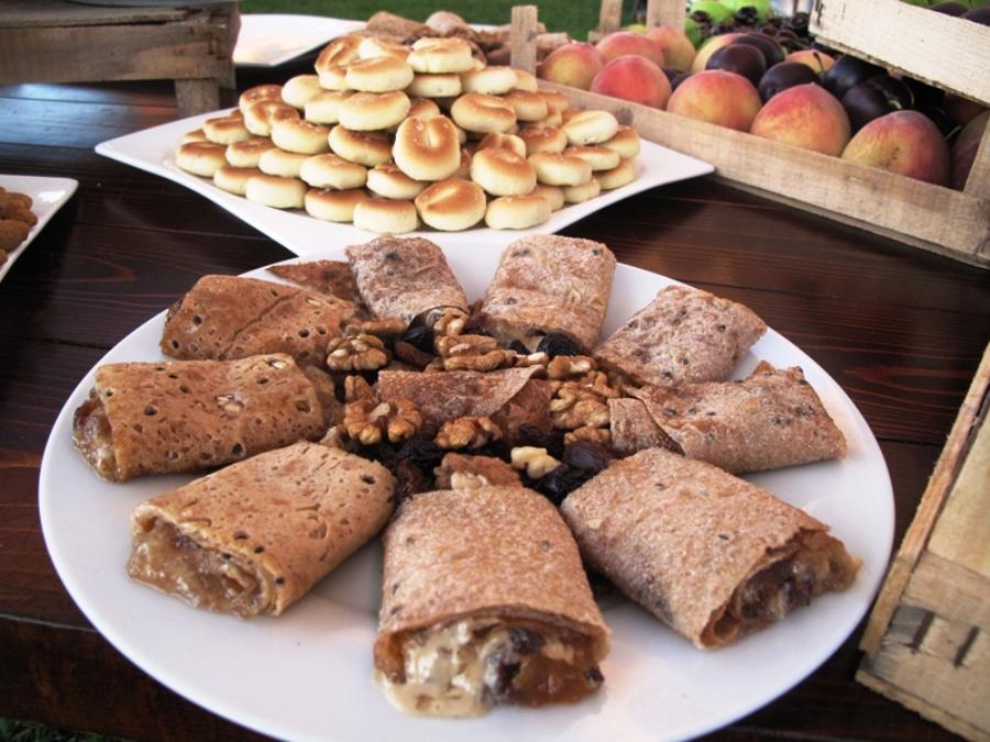 Fig jam markouk rolls with wallnuts