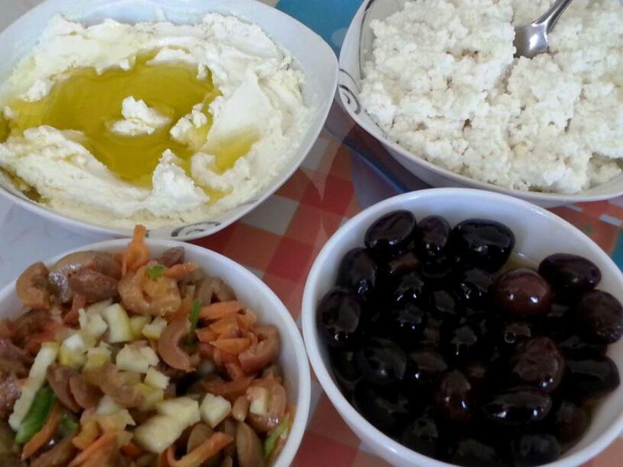 Black olives, olives cocktail and labneh sprinkled with olive oil - darb el karam, Shouf